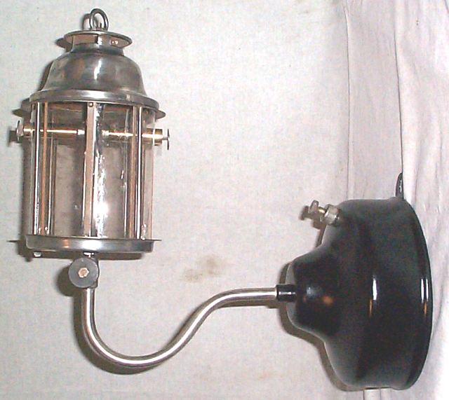 1286763473-Kerosafe_Thomas_M1012_outdoor_wall_lamp.jpg